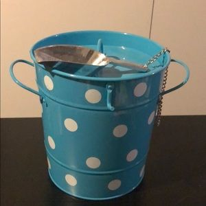 Apropos home collection, ice bucket with ice spoon